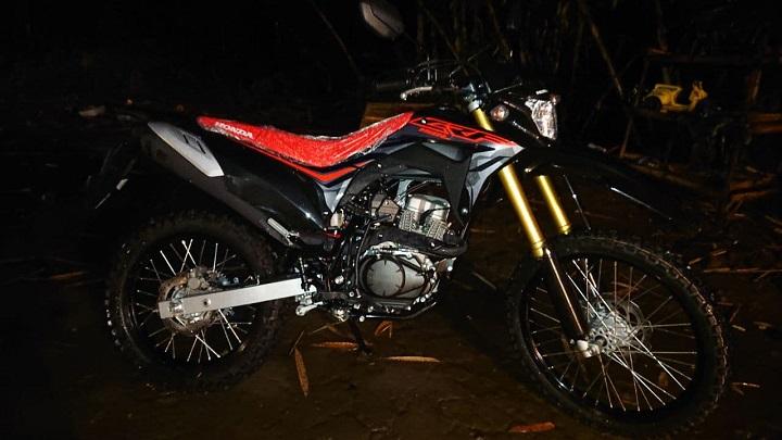 Indent Motor Honda CRF 150 L Black Extreme